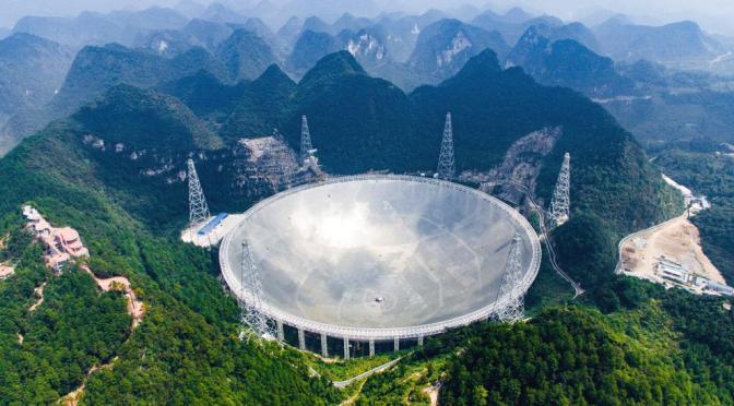 El radiotelescopio chino más grande del mundo comienza a operar con toda su capacidad.
