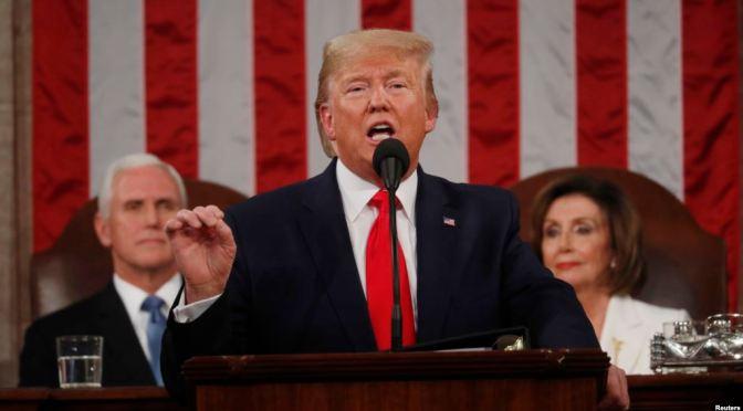 Trump llega al Congreso para hablar de los logros de su presidencia.