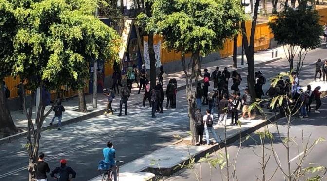Un grupo deencapuchadosvandalizaron  las instalaciones delColegio de Ciencias y humanidades en México.