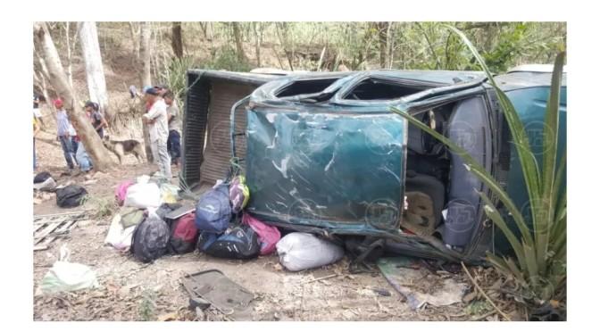Un muerto y 7 lesionados al volcarse camioneta en Wiwilí de Nueva Segovia.