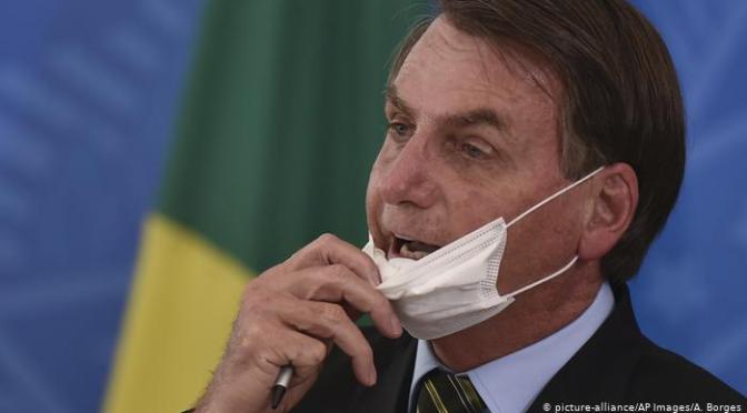 Bolsonaro anuncia que es positivo a COVID-19.