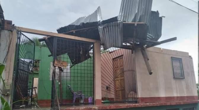 VIENTOS PROVOCAN LA CAÍDA DEL TECHO DE VARIAS VIVIENDAS EN SAN CARLOS, RSJ.