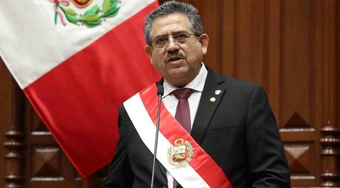 Manuel Merino anuncia su renuncia a la presidencia de la República en Perú.