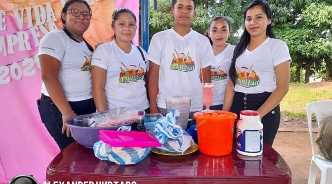 Futuros bachilleres del municipio de El Ayote Realizan feria de emprendedurismo.