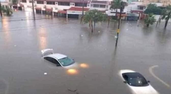 Inundaciones provocan una emergencia pública en Cartagena de Indias, Colombia.