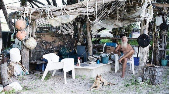 Fue millonario, lleva 20 años en una isla desierta y cuenta sus secretos para sobrevivir al aislamiento.