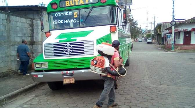 REALIZAN DESINFECCIÓN EN TRANSPORTE URBANO DE JUIGALPA.