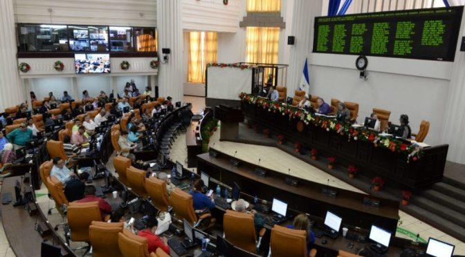 Asamblea Nacional aprueba ley que reduce costos de títulos en universidades privadas